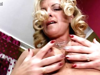 This Hot Housewife Loves To Taunt And Please - Maturenl