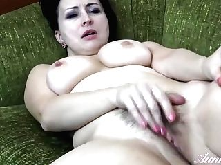 Wanilianna Is Masturbating On The Couch While Alone At Home, Because She Wants To Jizm