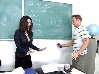 Sexy Chemistry Professor Austin Kincaid Gives Her Head And Gets Fucked On The Table