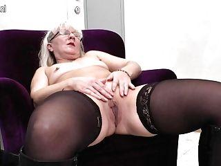 Horny Matures Mega-bitch Playing With Herself - Maturenl