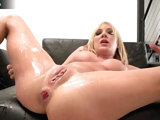 Vamp Cutie Amy Brooke Spreading Broad For Xxx Fuck