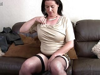 Hairy Brit Housewife Playing With Herself - Maturenl