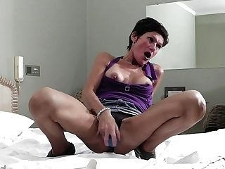Horny Matures Mega-bitch Playing With Herself - Maturenl