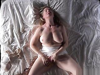 Hot Cougar Masturbating Herself Will Force You To Masturbte